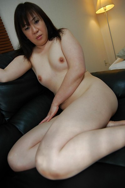 Massive Chinese MILF Junko Takeyama posing naked and swelling her under lips