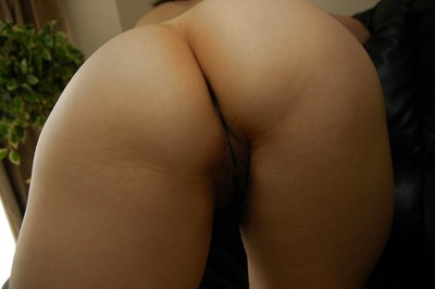 Massive Chinese MILF Junko Takeyama posing naked and swelling her under lips