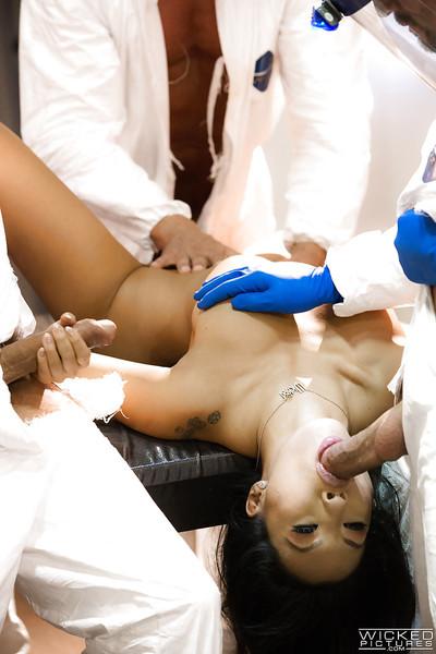 Eastern pornstar Asa Akira tempting hardcore DP and taking in stick in orgy