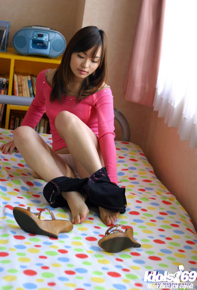 Beautiful eastern juvenile hottie Hikaru Koto uncovering her lovely bends over