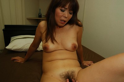 Ache oriental MILF Kayo Mukai benefits from her unshaven cum-hole vibed and cocked up