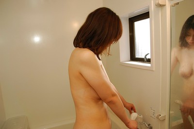 Eastern MILF Haruko Ogura disrobes down and obtains screwed raw subsequently bathroom