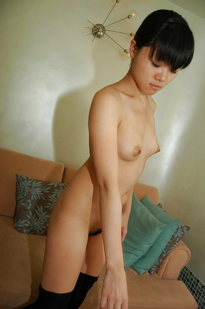 Midori Kimishima swells her legs wide to show her shaggy cum-hole