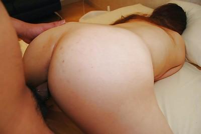 Eastern MILF Ayako Sakuma gains her unshaved slit cocked up and creampied