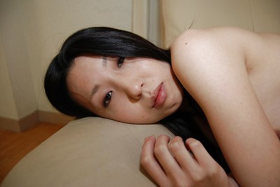 Chinese young Yui Nakazato striptease down and exposing her soaking love-cage