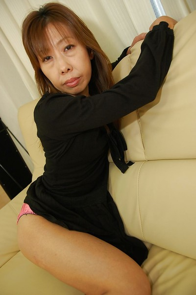 Chinese MILF Aki Iwashita undressing and widening her bottom lips in close up