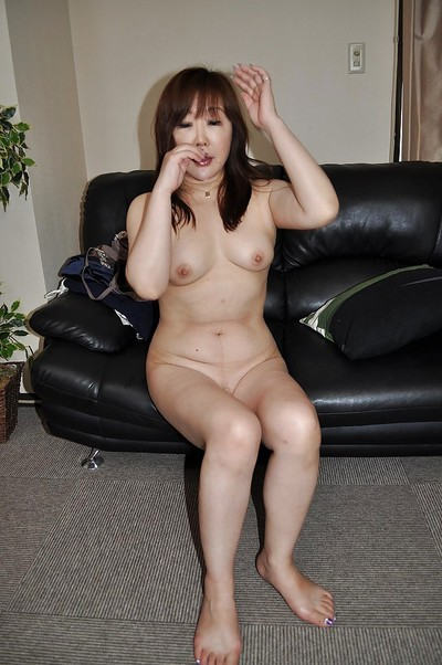 Sassy Chinese MILF Junko Ishikura undressing and vibing her love button