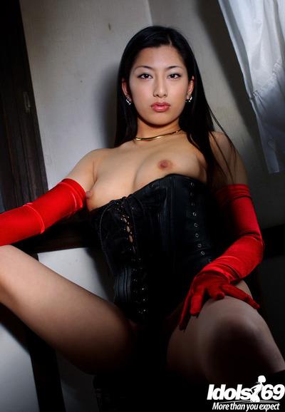 Stunning Chinese gal Ran Asakawa showing off her tiny scones