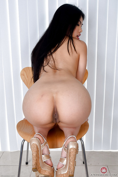 Young Oriental queen Cindy Starfall removing panties to without clothes vagina