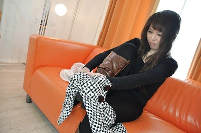 Yoshie Kiyokawa is one gorgeous Asia floozy that amplifies her legs wide