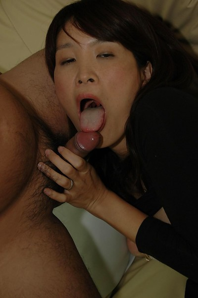 Oriental MILF has some cage of love fingering and vibing having benefit from and gives head