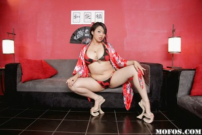 Deviating Chinese MILF Mika Tan gradually uncovering her pleasant bends over