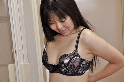 Large Japanese MILF Hideko Okura undressing and delicious bathroom