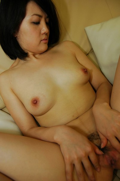 Oriental MILF Saki Machida stripped off down and has some cunt vibing pleasure
