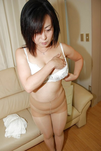 Lusty Japanese MILF removes clothes down and has some fur pie vibing enjoyment