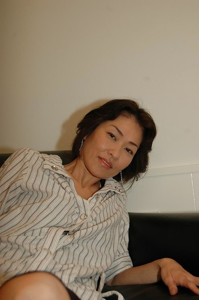 Raunchy Japanese MILF takes off her short skirt and has some cage of love vibing enjoyment
