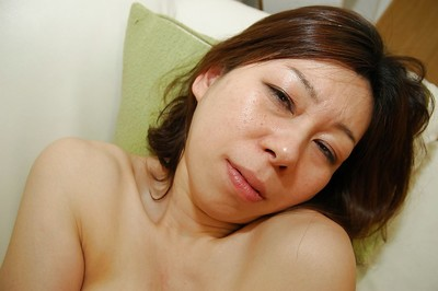 Nasty Japanese MILF Haruko Ogura has some gentile vibing liking afterward bathroom