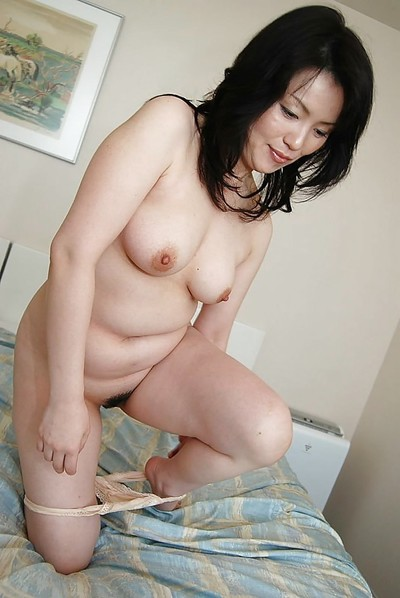 Eastern MILF Misuzu Masuko undressing and expanding her clits in close up