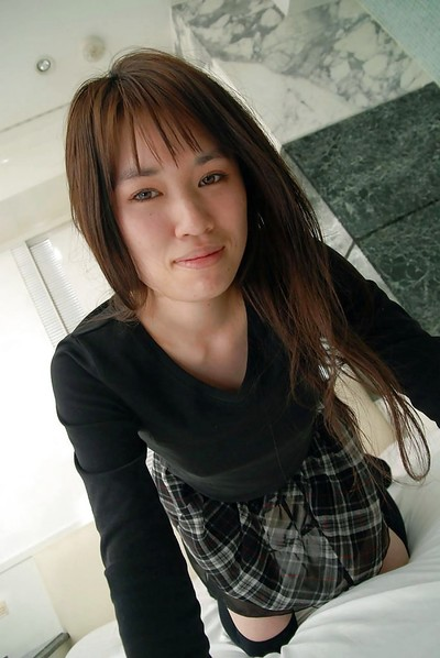 oriental juvenile Kasumi Minasawa undressing and expanding her beneath lips in close up