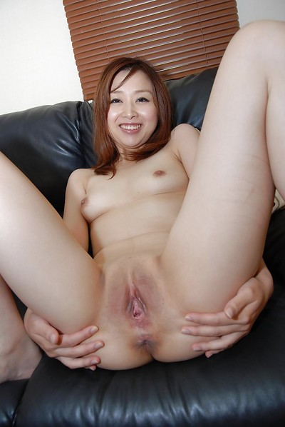 Mariko Miyazawa acquires her skinhead snatch licked and forced with a sex tool
