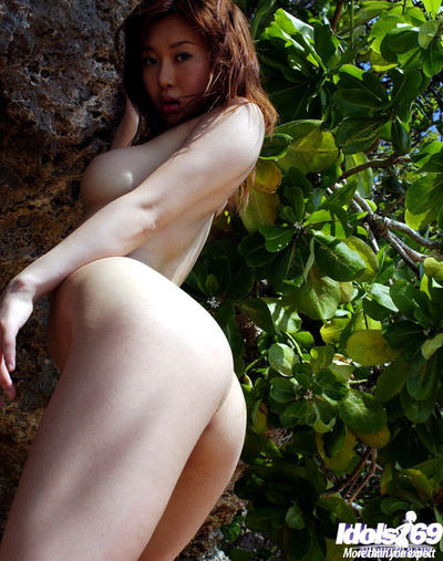 Fabulous eastern pretty Adusa Kyono slipping off her bikini outdoor