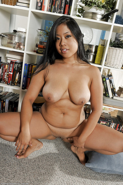 Gratifying Chinese bombshell Kya shows off her fabulous love-cage and milk shakes