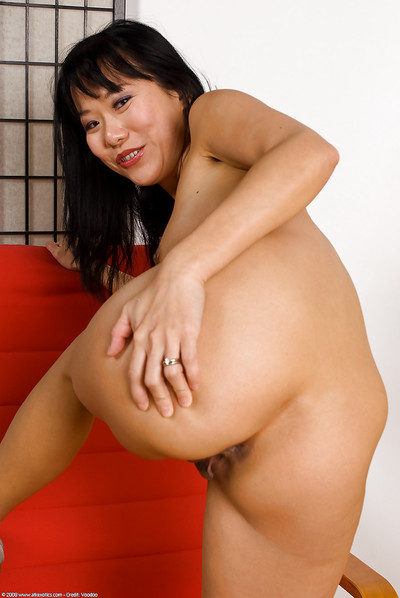Diminutive Vietnamese cutie Nina Yu baring accomplished Japanese wobblers
