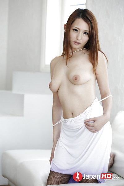 Japanese solo beauty Reon Otawa flaunting complete mangos in cylinder