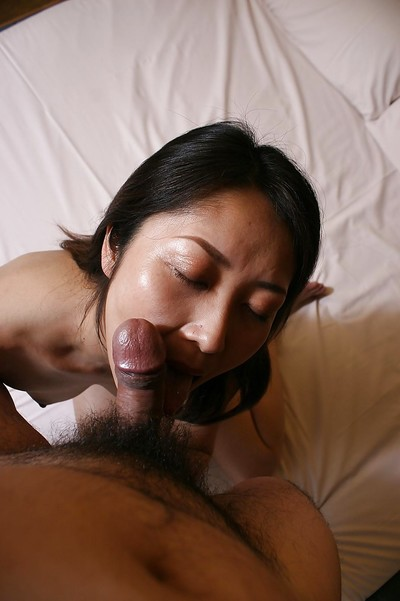 Close up oral sex from an Chinese housewife Hisako Kawaguchi to her guy