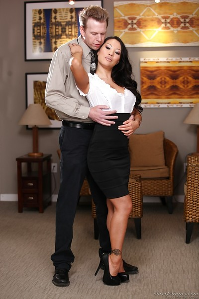 Extreme oriental MILF Asa Akira gives a oral sex and purchases slammed hardcore