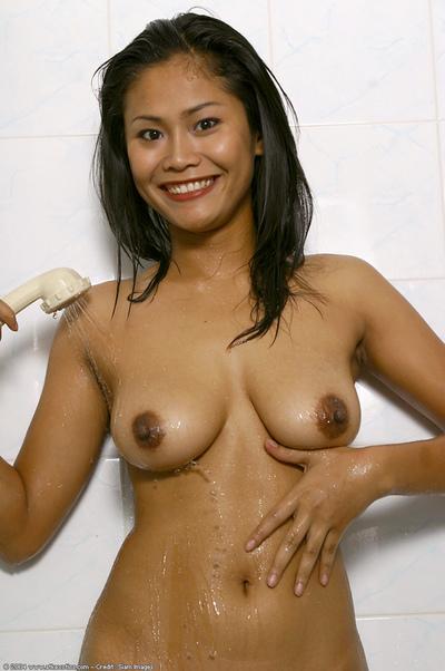 Juvenile Japanese model flaunting mammoth clammy marangos and skinhead pussy in bathroom