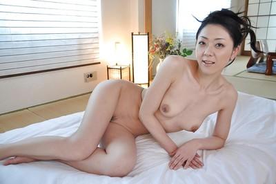 Fabulous brunette hair Saeko Kojima is demonstrating her Japanese miniscule bumpers