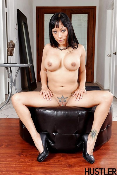 Titsy Oriental gal Gaia modeling in underware for hawt photo discharge
