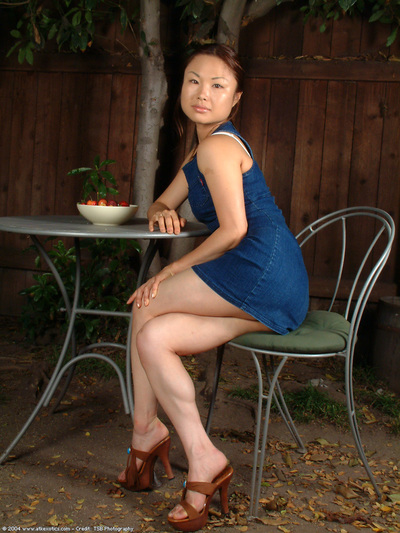 Beautiful adolescent model with stupendous legs makes known bushy Oriental love-cage in high heels