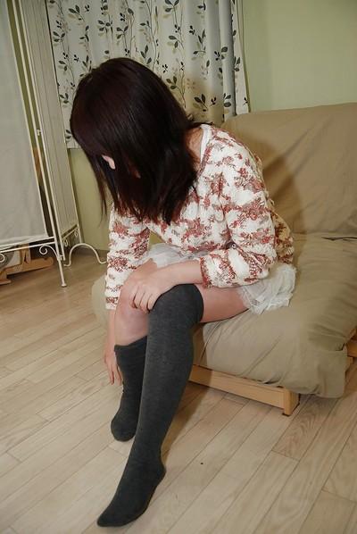 Stunning oriental brown hair pretty Momo showing her marangos and fur pie