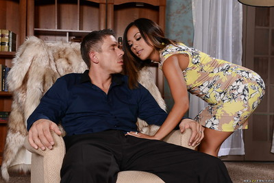 Kaylani Lei is tasting this slutty as hell weiner exclusively for sex cream