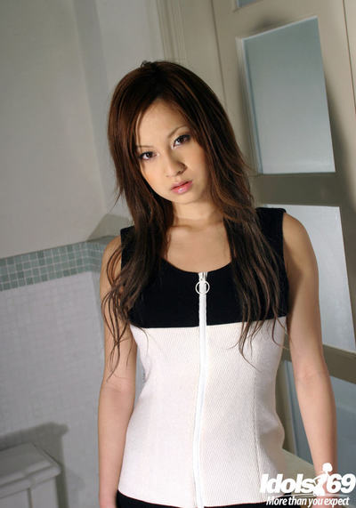 Seductive Chinese amateur gal Ryo Uehara uncovering her lovely distorts