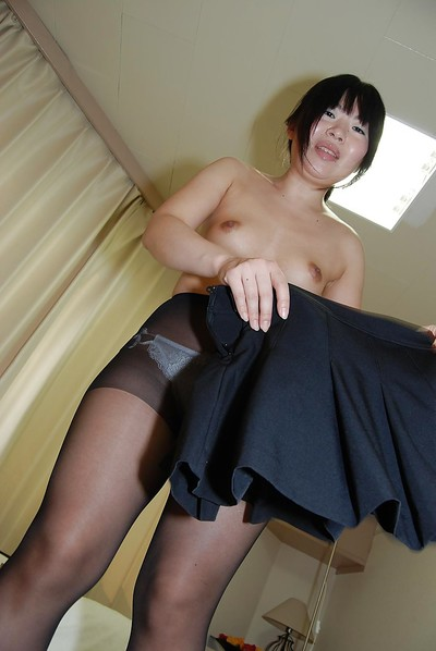 Sassy Japanese MILF removes clothes down and receives her smooth on top gash fingered