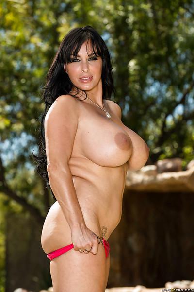 Top-heavy ill-lit MILF fro beamy swag seductive deficient keep say no to bikini alfresco