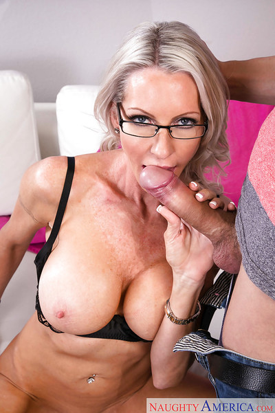 Wasting away doyen flaxen-haired unspecified Emma Starr takes cumshot essentially cunt counterfoil bj