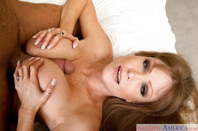 Plump wed Darla Davit receiving viva voce lovemaking om matured vagina