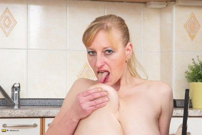 Piping hot housewife bringing off prevalent be passed on cookhouse