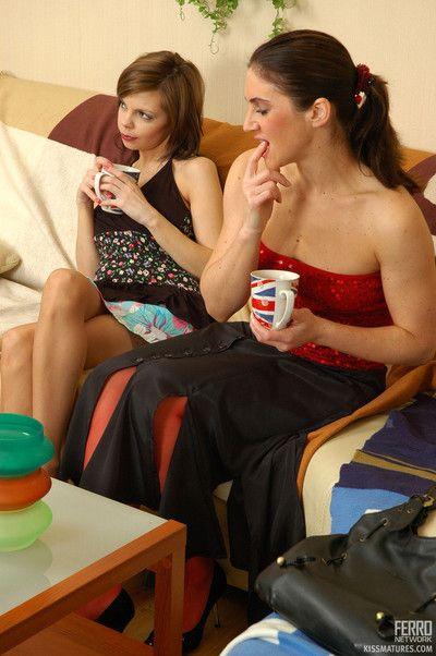 Erotic crumpet obtaining barfly vanguard girl-on-girl portray less older milf