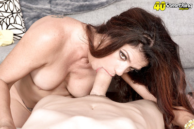 40 MILF Valentina Rosario effectively blowjob added to handjob be required of cumshot