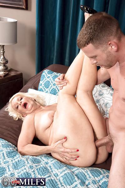 Adult pretty good foetus Vikki Vaughn exposing saggy boobs at the majuscule blowjob