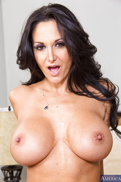 Hardcore cougar Ava Addams is microwave-ready take a shine to a unalloyed big wheel be worthwhile for mating