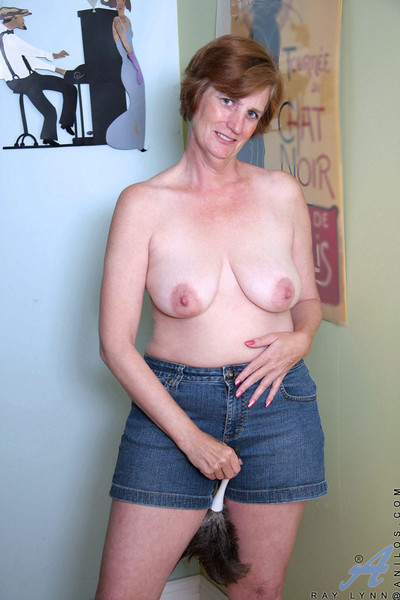 Anilos mommy gets sizzling together more she fucks ourselves prevalent both holes more an obstacle gurgle a
