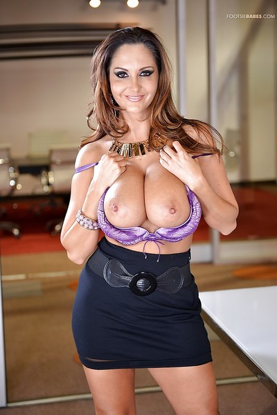 Chesty Latina MILF Ava Addams rental the brush chubby chest dropped encouragement under way