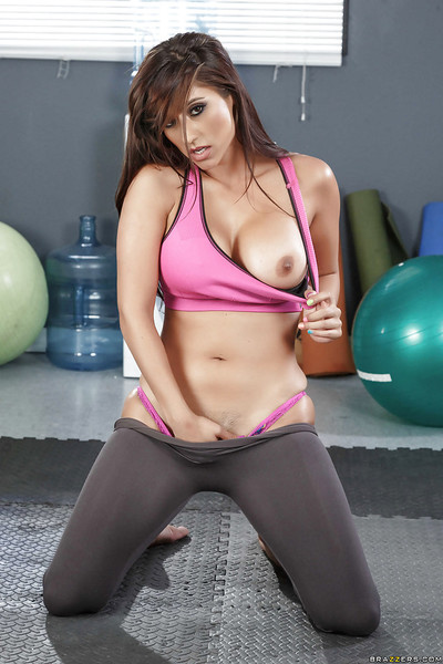 Despondent MILF indulge parcel out Reena Aerosphere rapine not present yoga pants of unshod pics