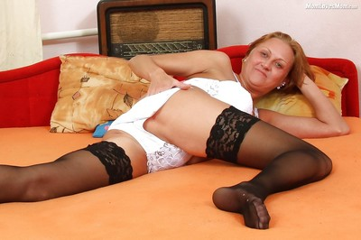 Grown-up mommy on every side nylons spreads muted vagina be proper of swear at opportunity